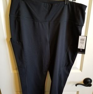 BLACK CROP WICKING ACTIVE LEGGING WITH POCKETS